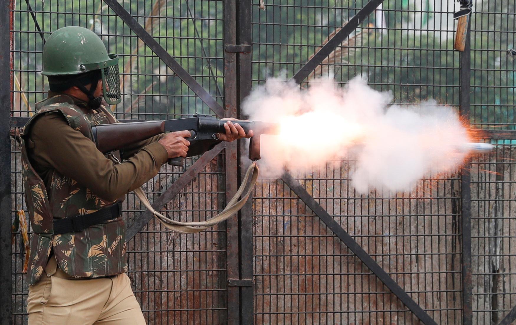 Des affrontements éclatent dans la capitale indienne à propos de la loi sur la citoyenneté; Modi rejette la critique