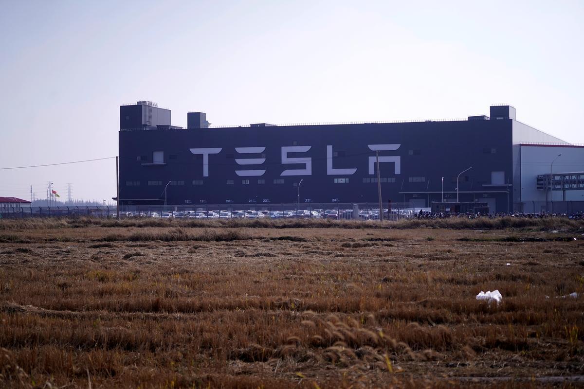テスラ、中国現地生産の「モデル3」15台を30日に納車