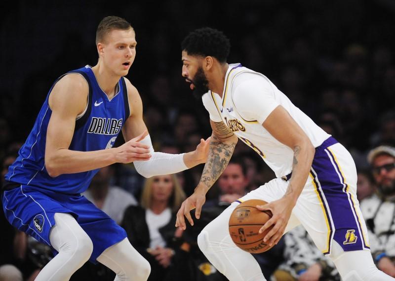 Nba Roundup Davis Lakers Top Doncic Mavs Reuters