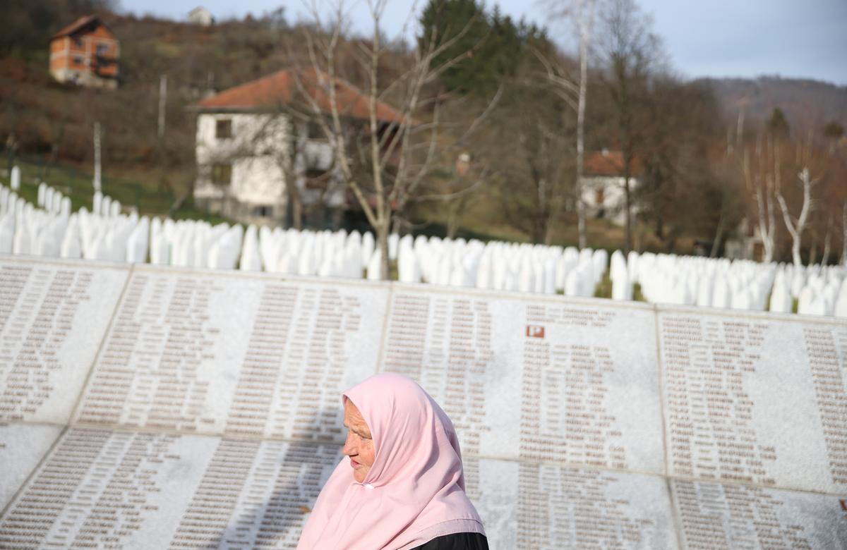 Bosnia indicts Serb army general over Srebrenica genocide