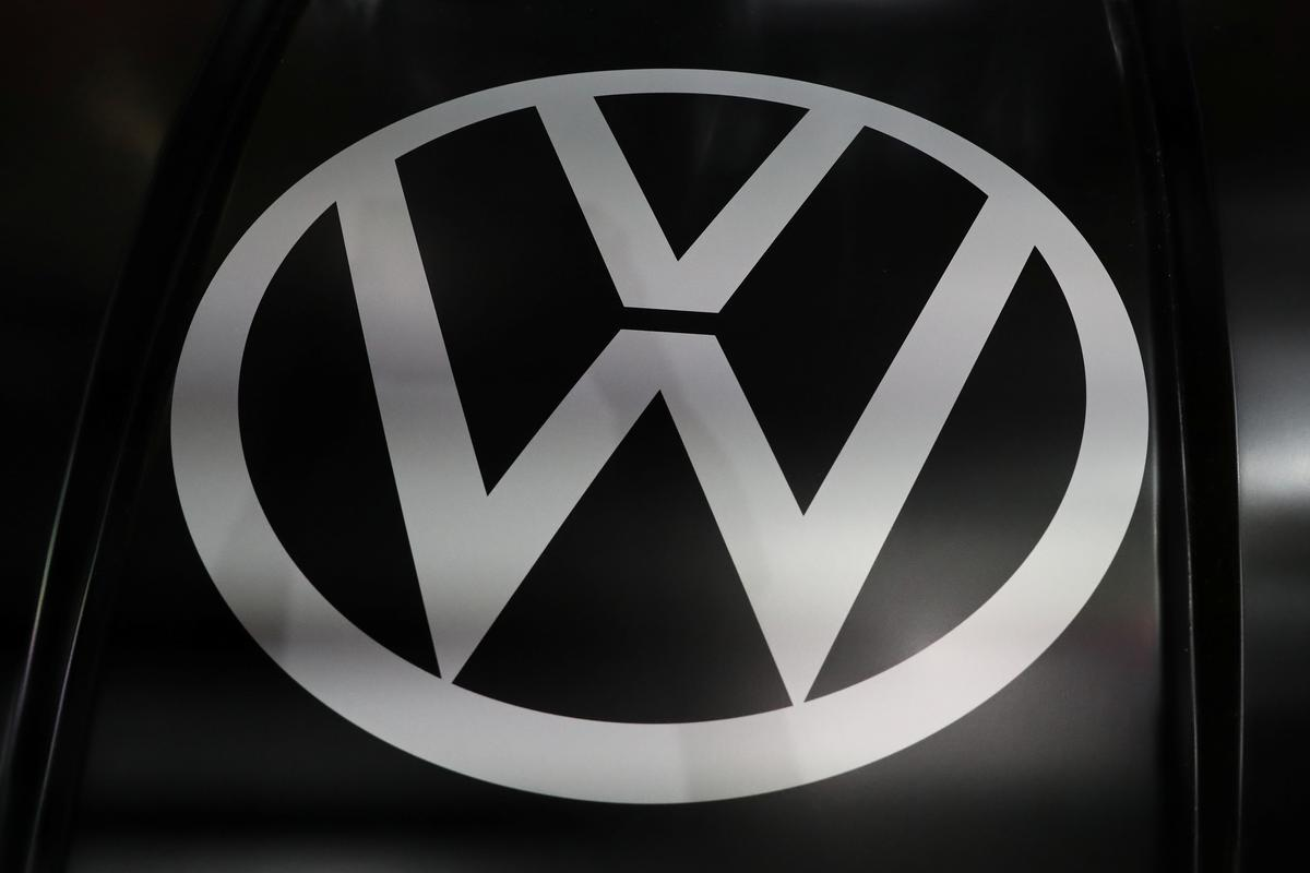 VW starts settlement talks with German consumer groups over diesel scandal