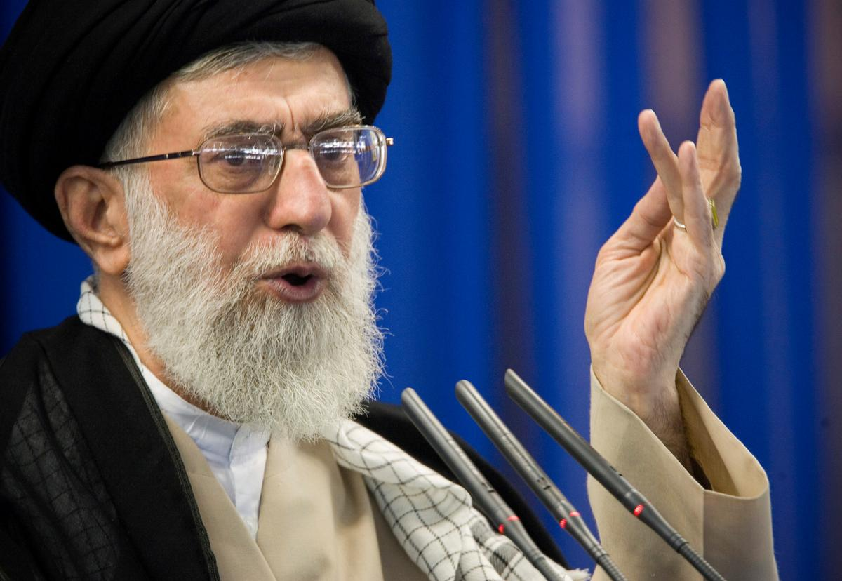 Iranian protesters demand that Khamenei quit over plane downing: video on Twitter