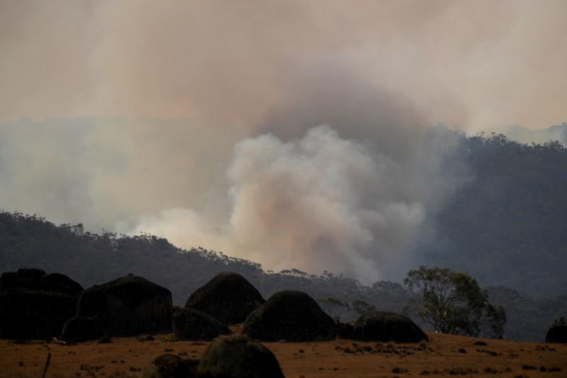 Australian firefighter dies battling blazes, raising death toll to 28