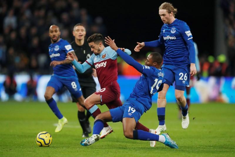 West Ham held at home by Everton