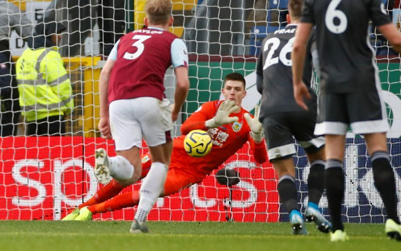 Burnley fight back to sink Leicester