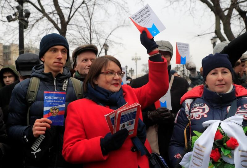 Moscow protest over Putin's political shake-up fails to gain traction