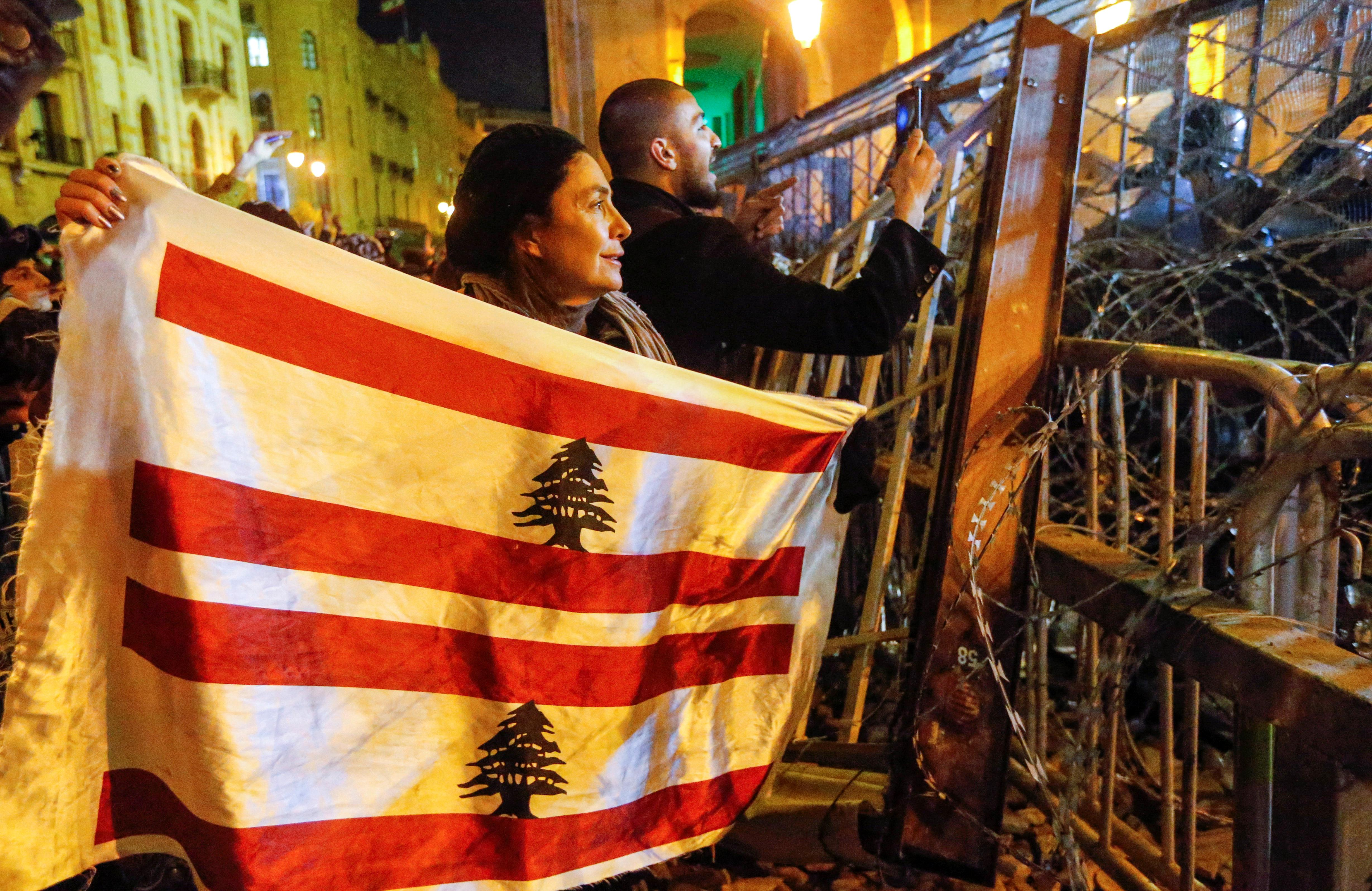 Lebanese security forces, protesters clash for second night