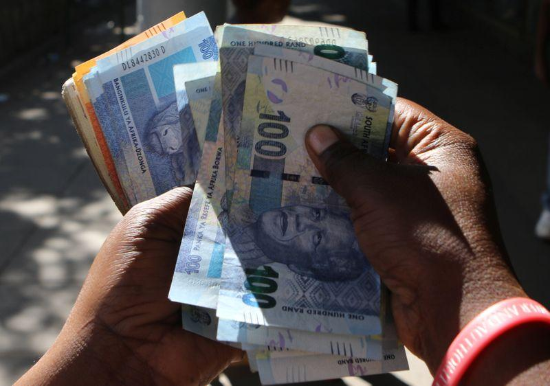 Weak growth outlook keeps South African rand on back foot
