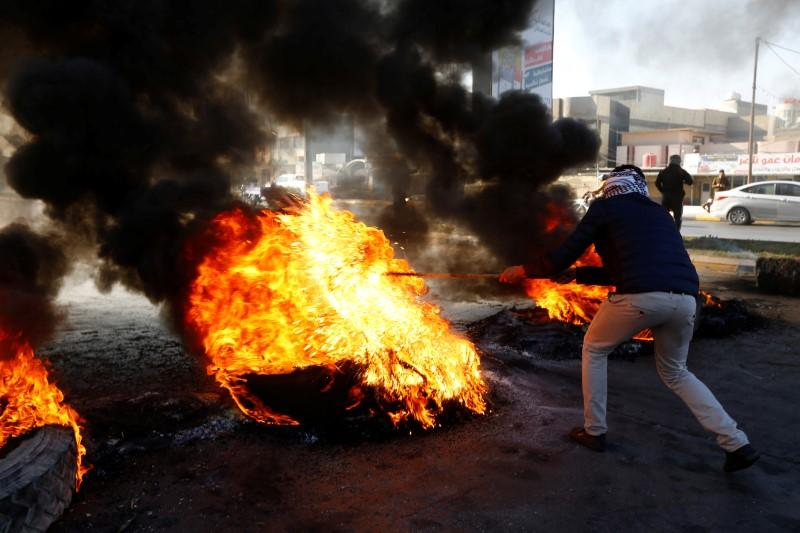 Protester killed as Iraq police struggle to stem unrest