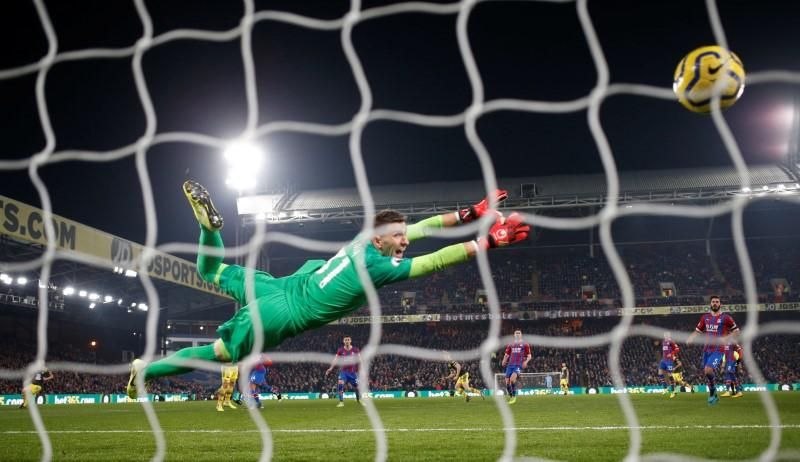 Redmond fires Southampton to 2-0 win at Palace