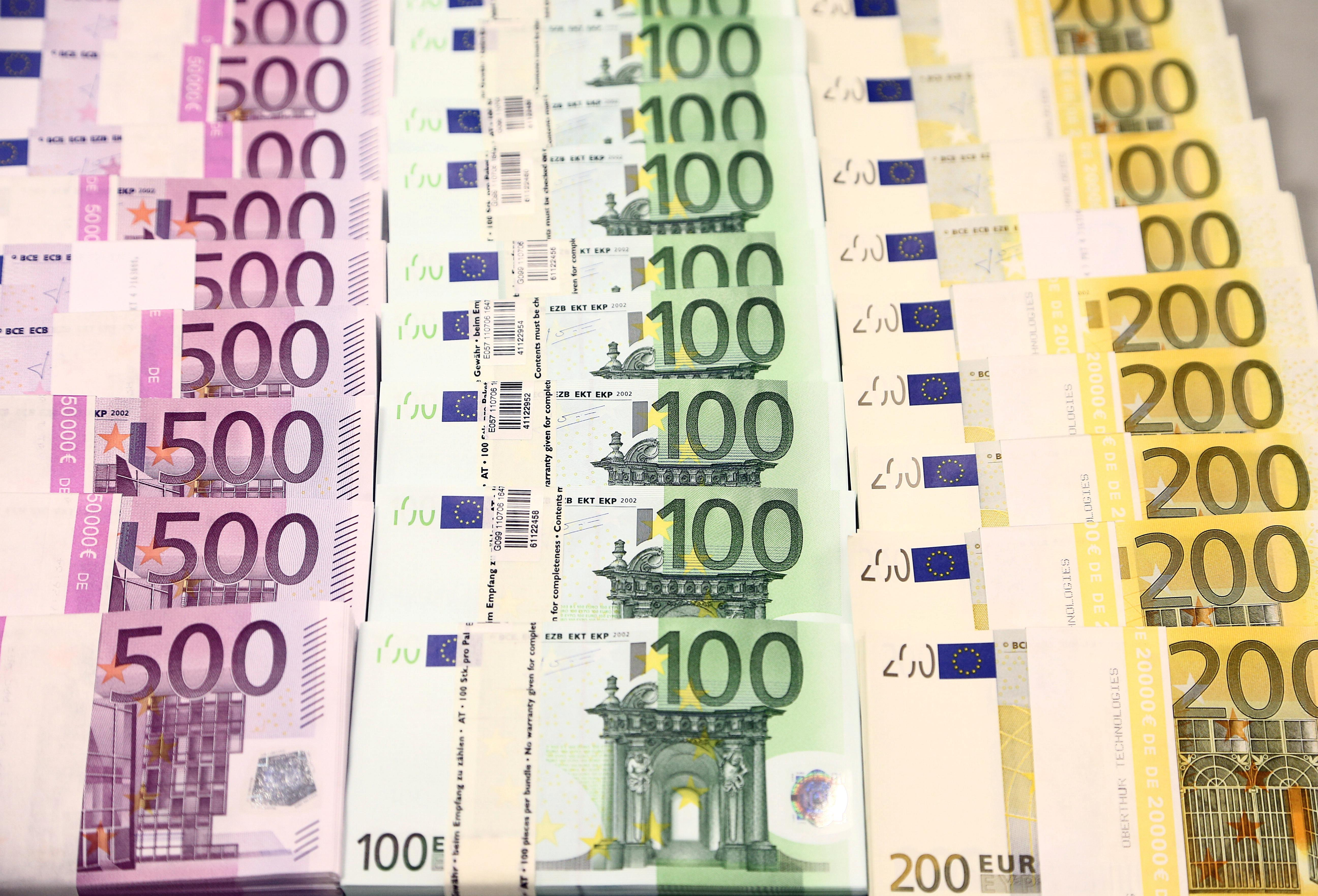 Euro tumbles to seven-week lows as PMI data fails to excite FX bulls