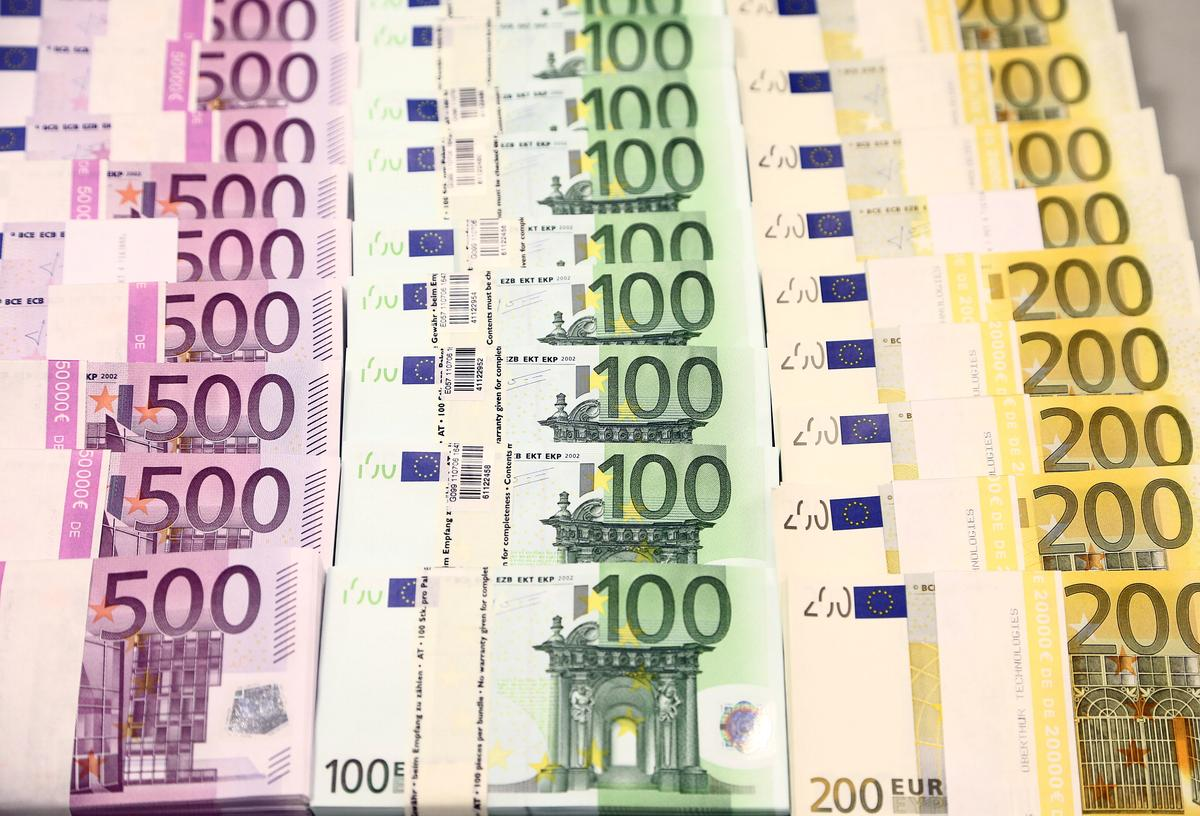 Euro near seven-week low after ECB; China virus worries linger