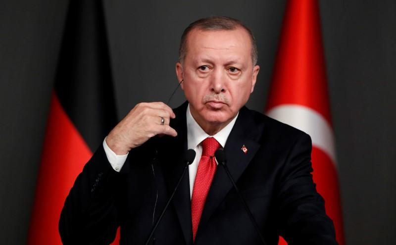 Erdogan says 400,000 people in Syria's Idlib moving toward Turkey