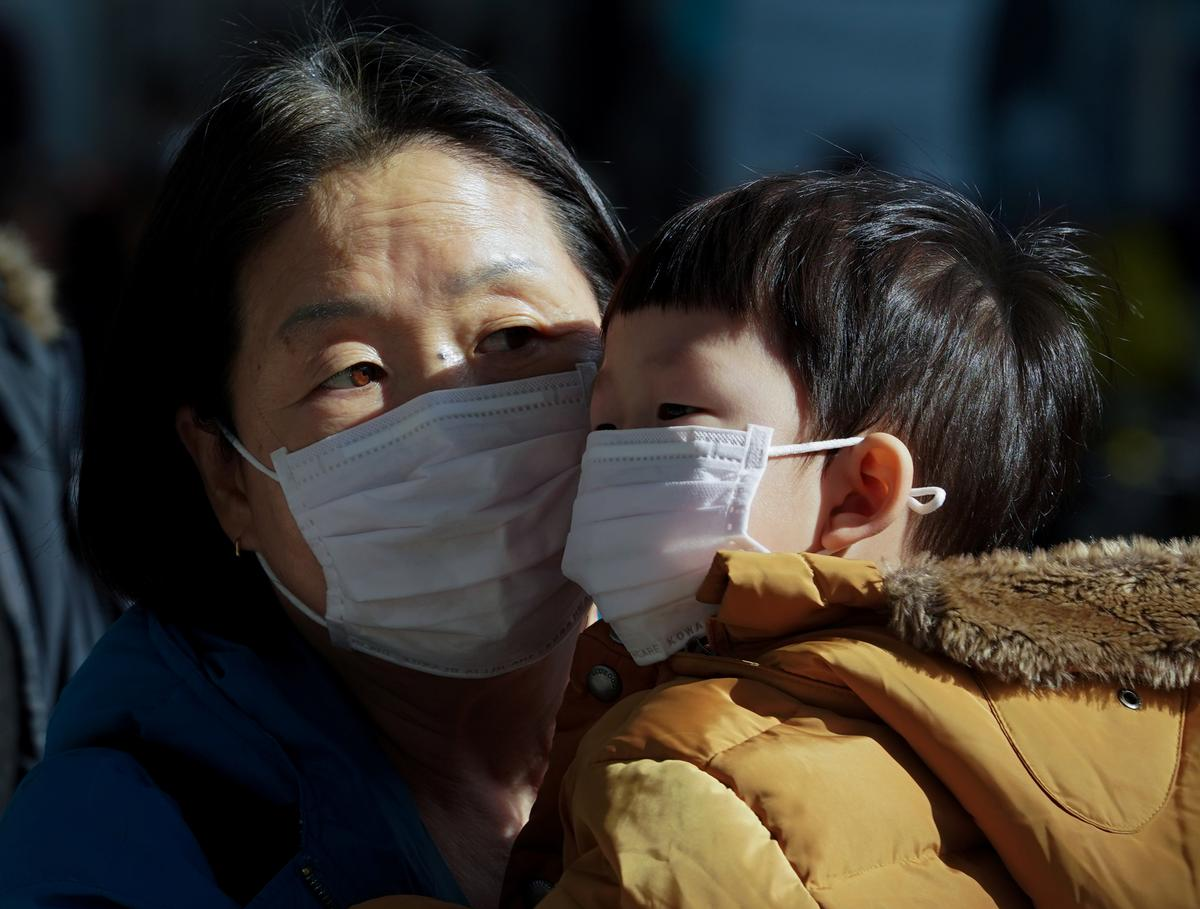 South Korea 'all out' to contain virus outbreak, vows to stabilize market