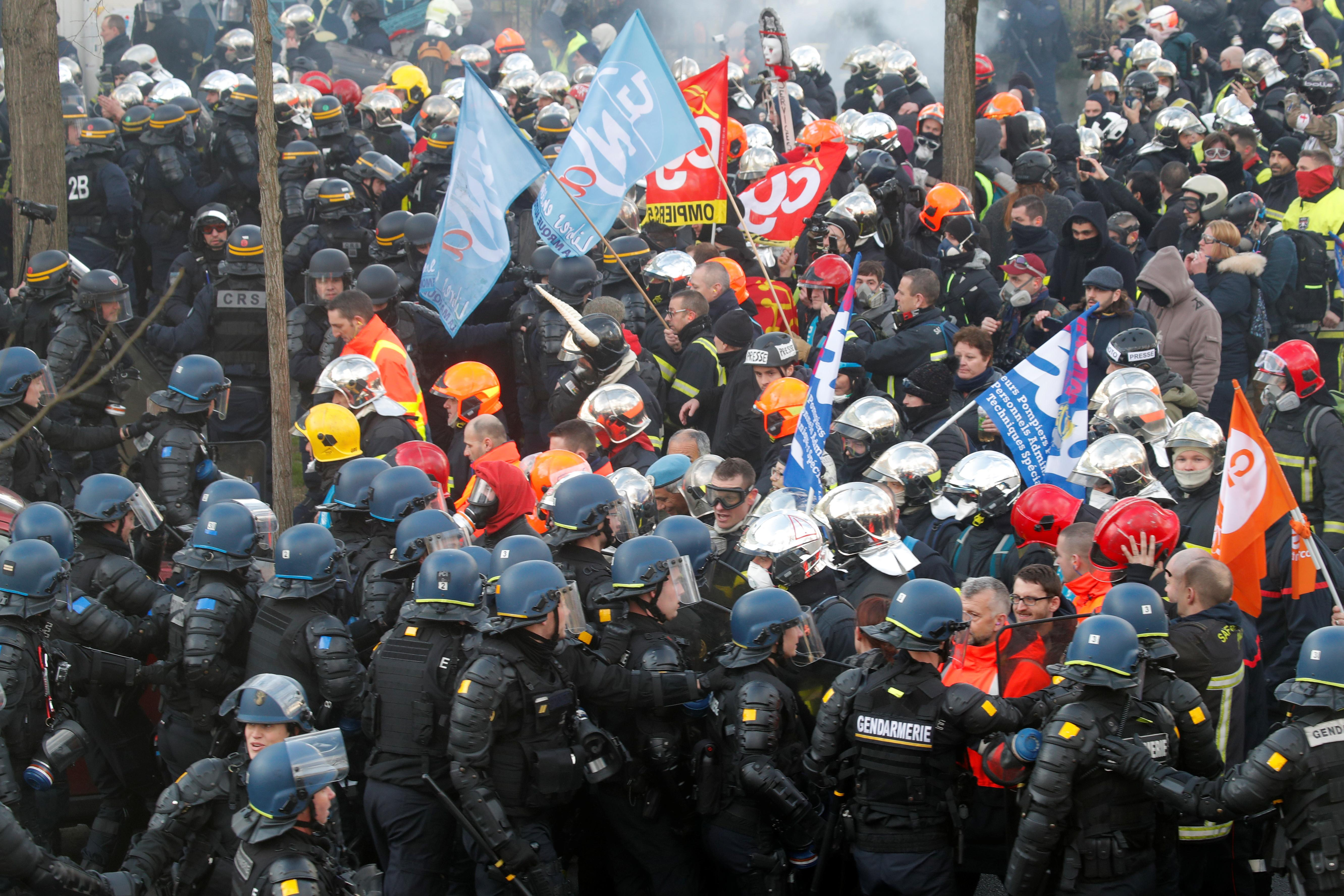 French police clash with firefighters at Paris demonstration