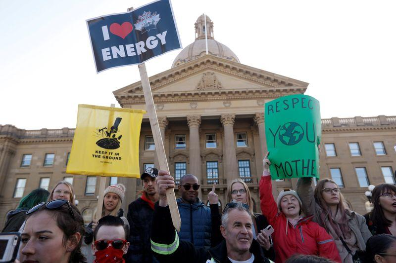 Canada could delay decision on Teck's oil sands project, says key...