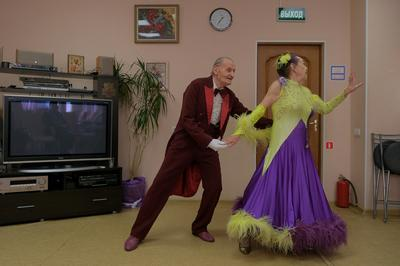 Octogenarian Russian dancers prove age is just a number