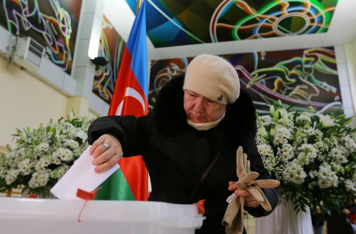 Azeri ruling party leads in snap parliamentary vote