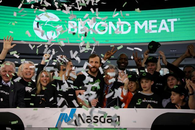 Ethan Brown, founder and CEO of Beyond Meat, and guests ring the opening bell to celebrate his company's IPO at the Nasdaq Market site in New York, U.S., May 2, 2019. REUTERS/Brendan McDermid - RC17820E6760