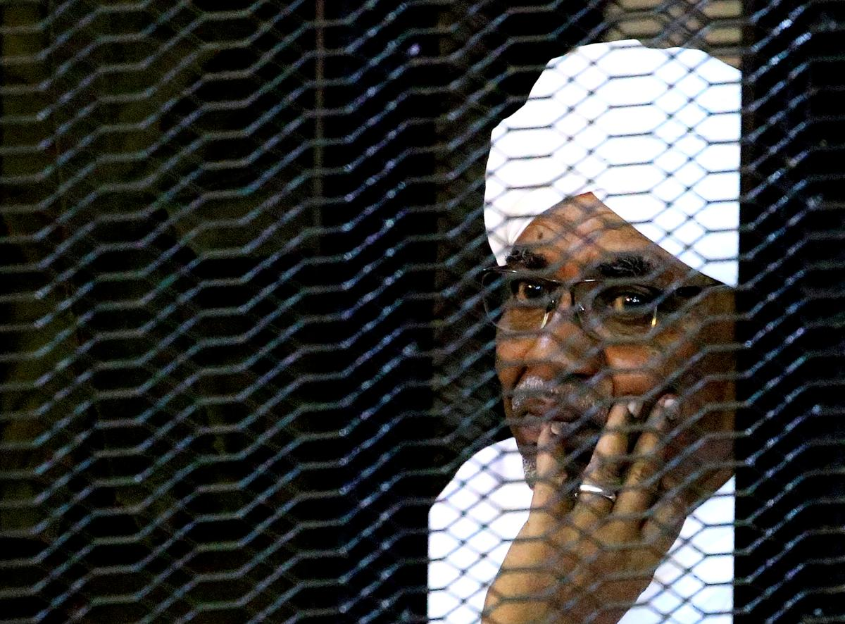 Head of Sudan ruling council pledges ICC cooperation over Bashir, says right group