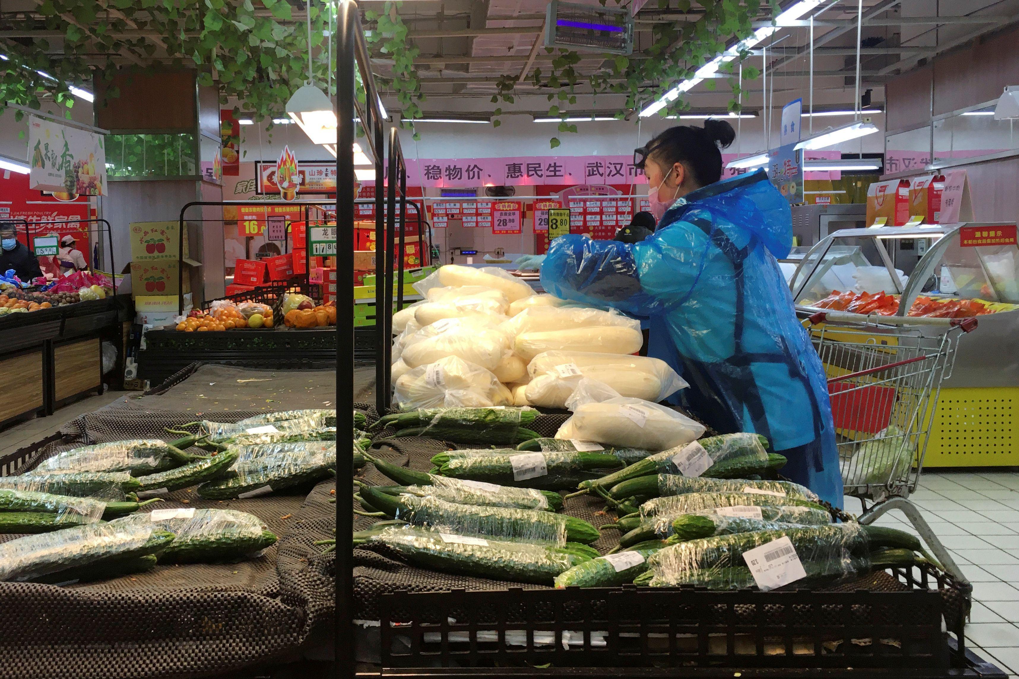 Pékin met en quarantaine les résidents qui reviennent alors que la Chine peine à relancer l'économie
