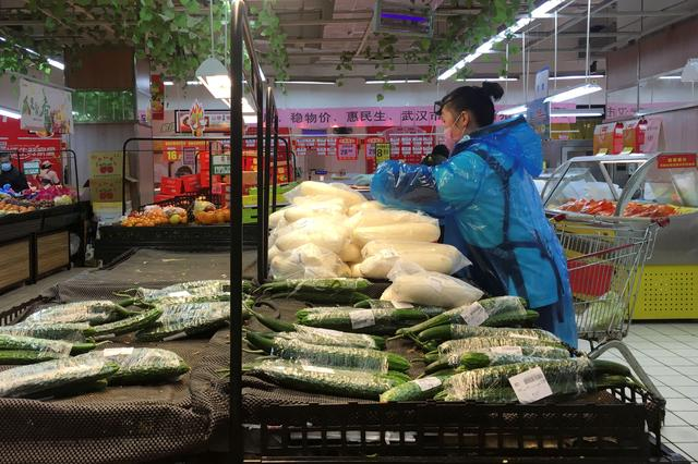 An employee sorts vegetables inside a supermarket in Wuhan, the epicentre of the novel coronavirus outbreak, in Hubei province, China February 14, 2020.  REUTERS/Stringer