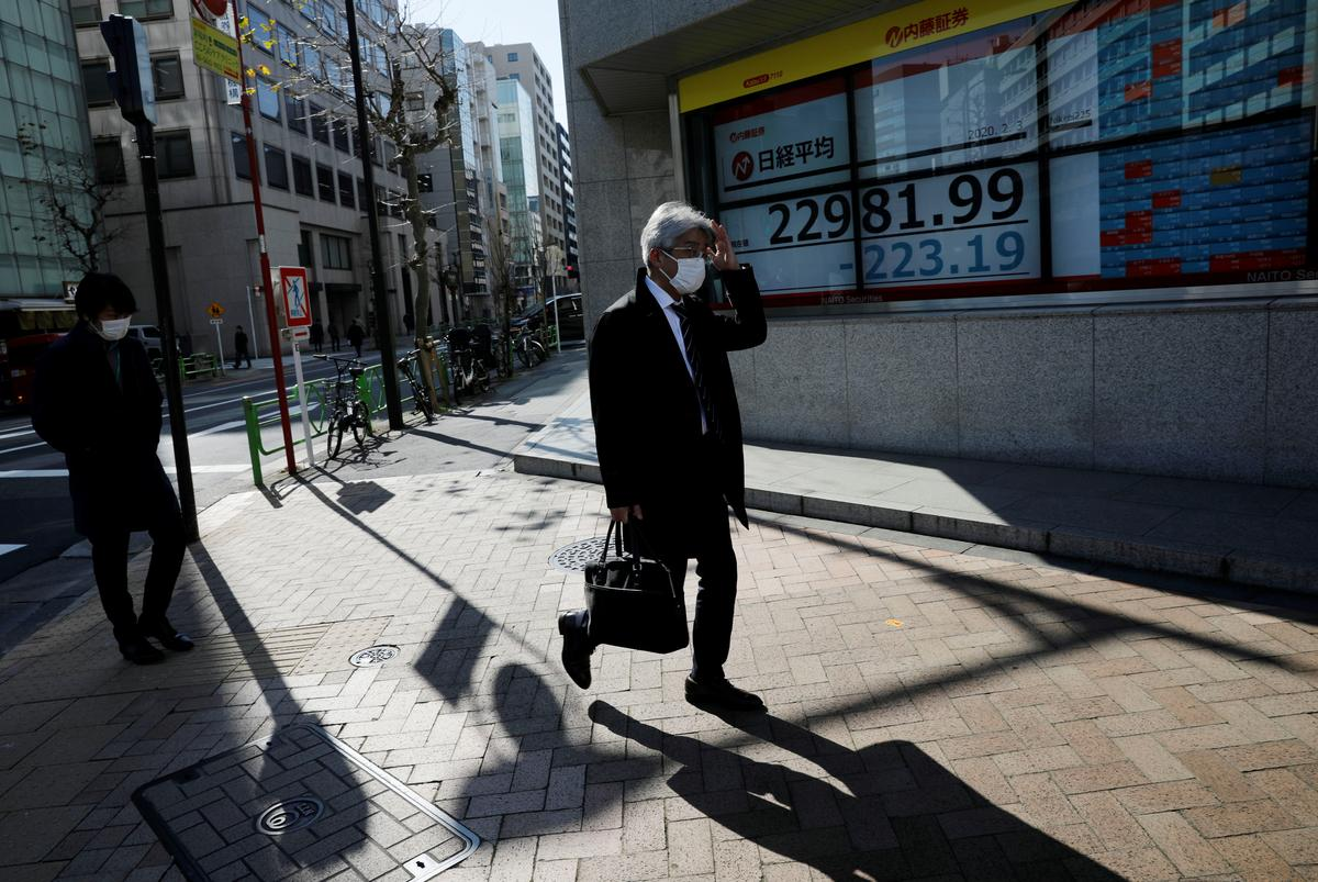 Asian shares hover around three-week highs on Chinese support measures