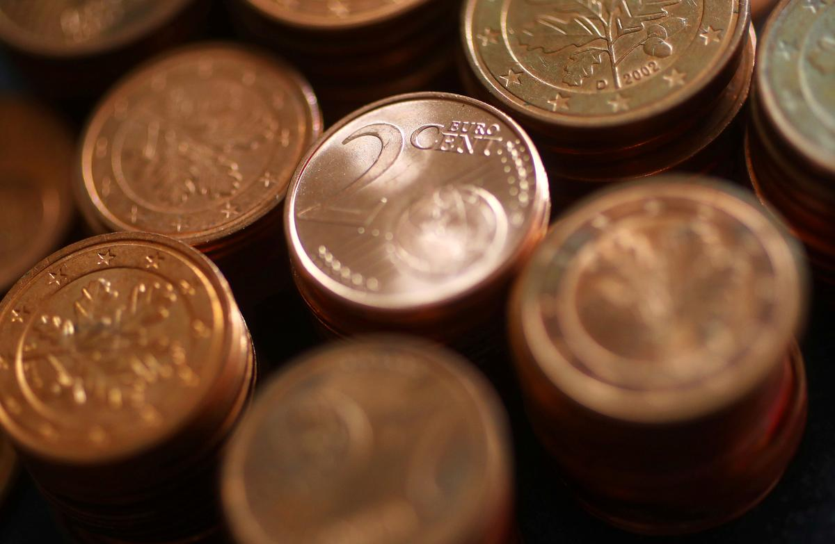 Euro near three-year low on sluggish growth, yen steady despite weak GDP