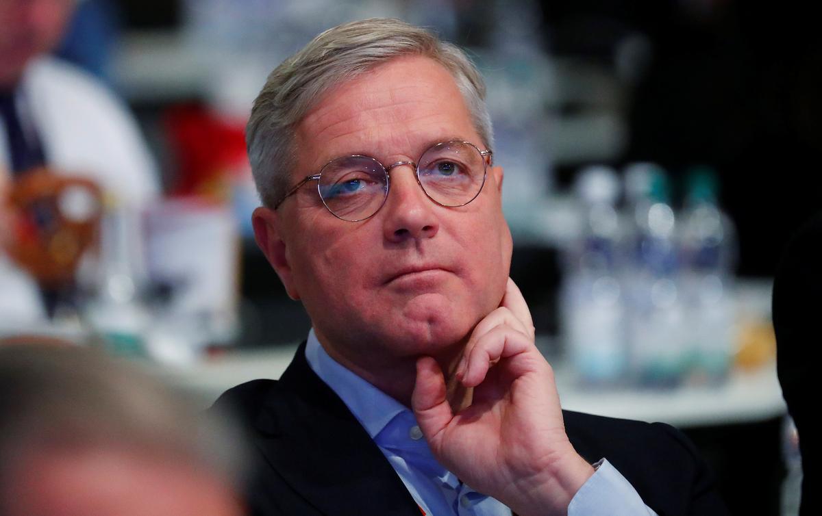 Senior conservative Roettgen wants to take over Merkel's conservatives