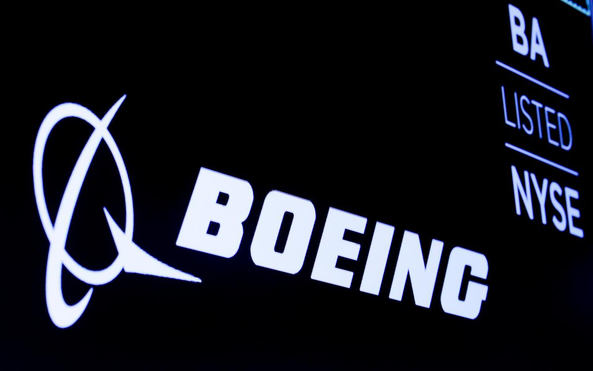 Boeing finds debris in 737 MAX jetliners: company memo