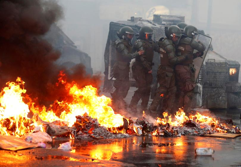 Security forces clash with protesters in Chile | Pictures | Reuters