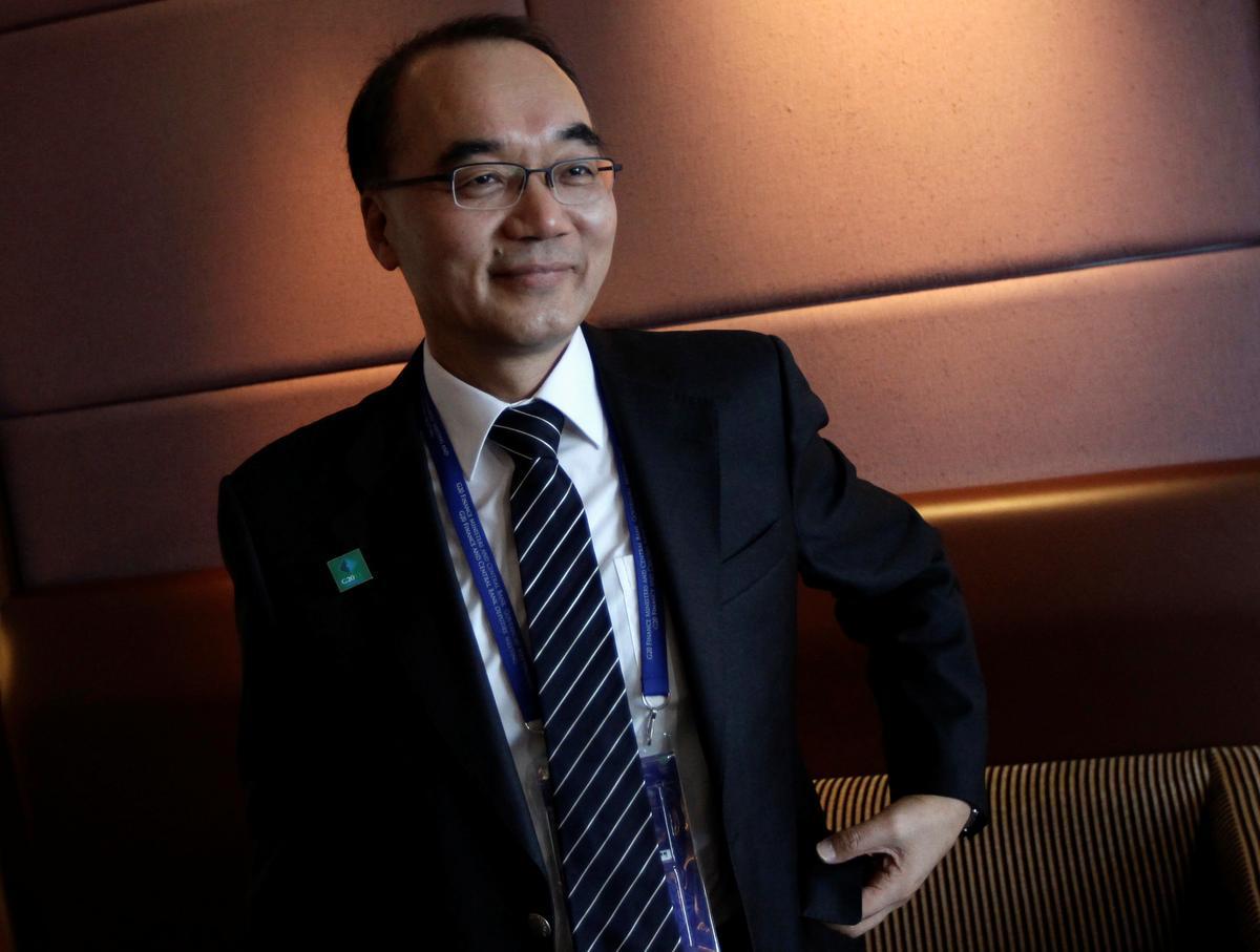 Samsung Electronics names non-executive director as board chairman in company first