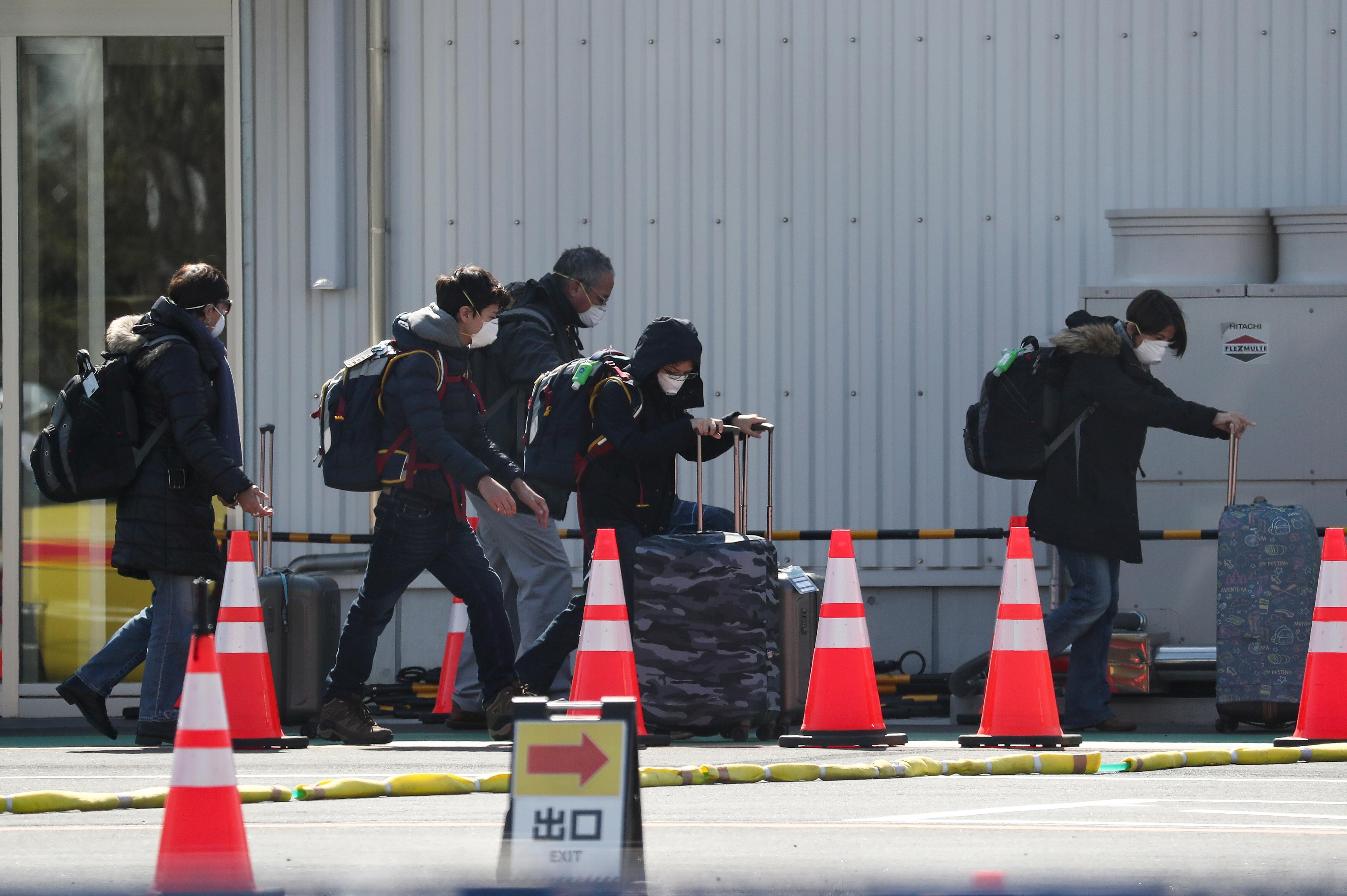 Le gouvernement japonais fait face à des questions sur le coronavirus, Tokyo annule les événements