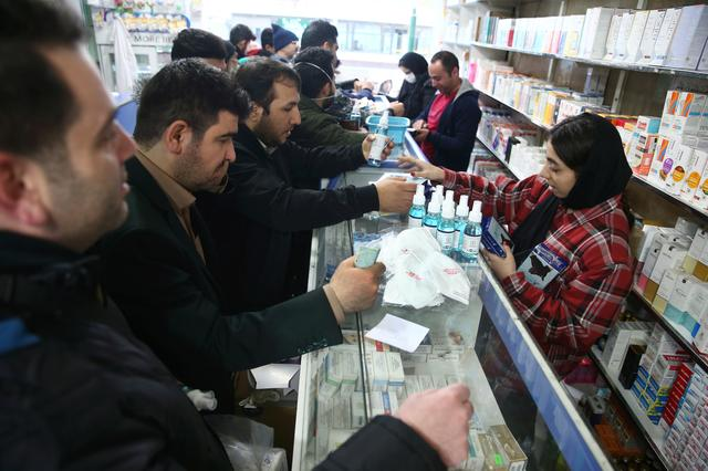 Iranians buy protective masks in a drug store to prevent contracting a coronavirus, in Tehran, Iran February 20, 2020. WANA (West Asia News Agency)/Nazanin Tabatabaee via REUTERS