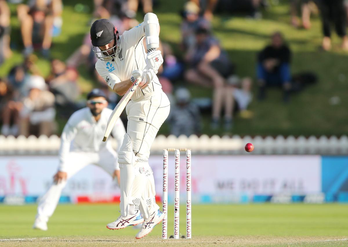 New Zealand take lead but India strike back late