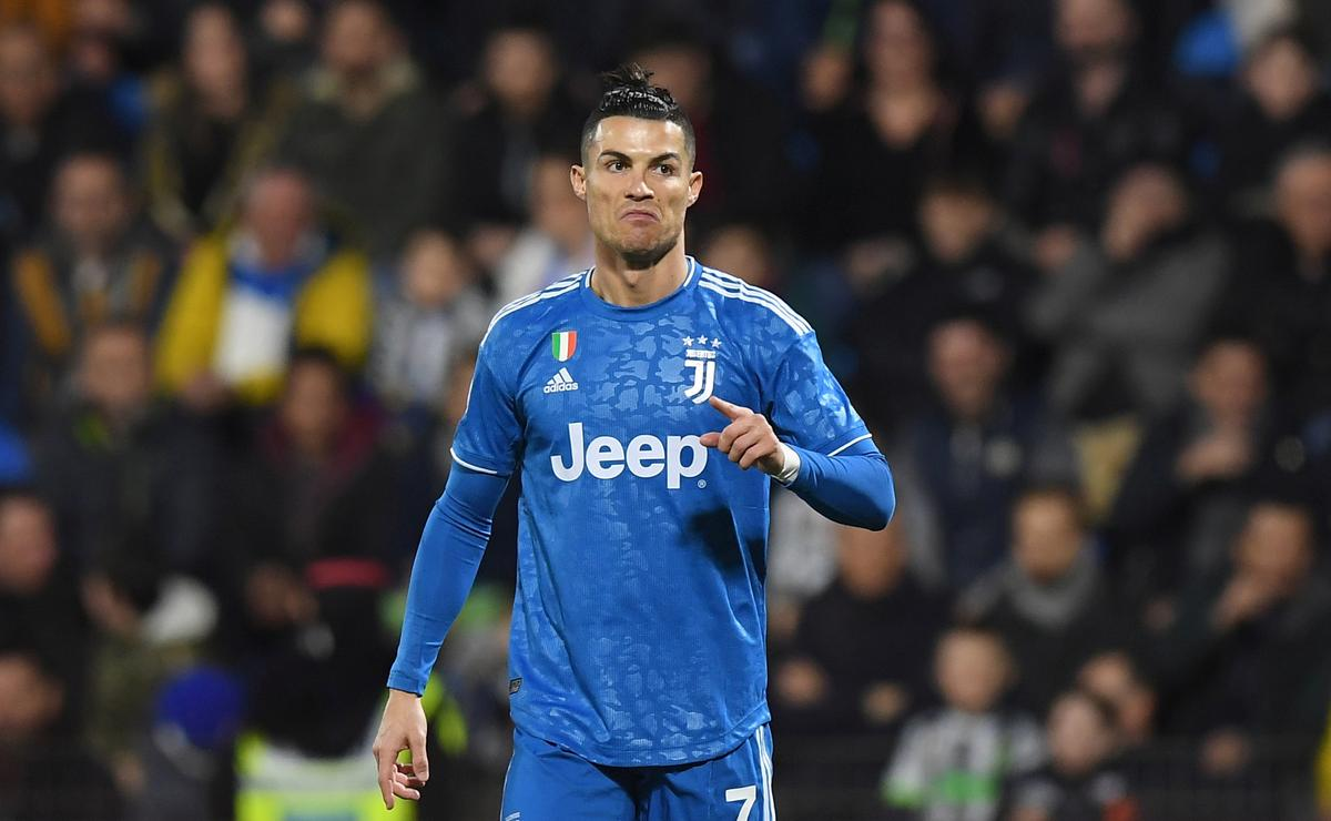 Ronaldo scores for record-equalling Serie A appearance in Juve win