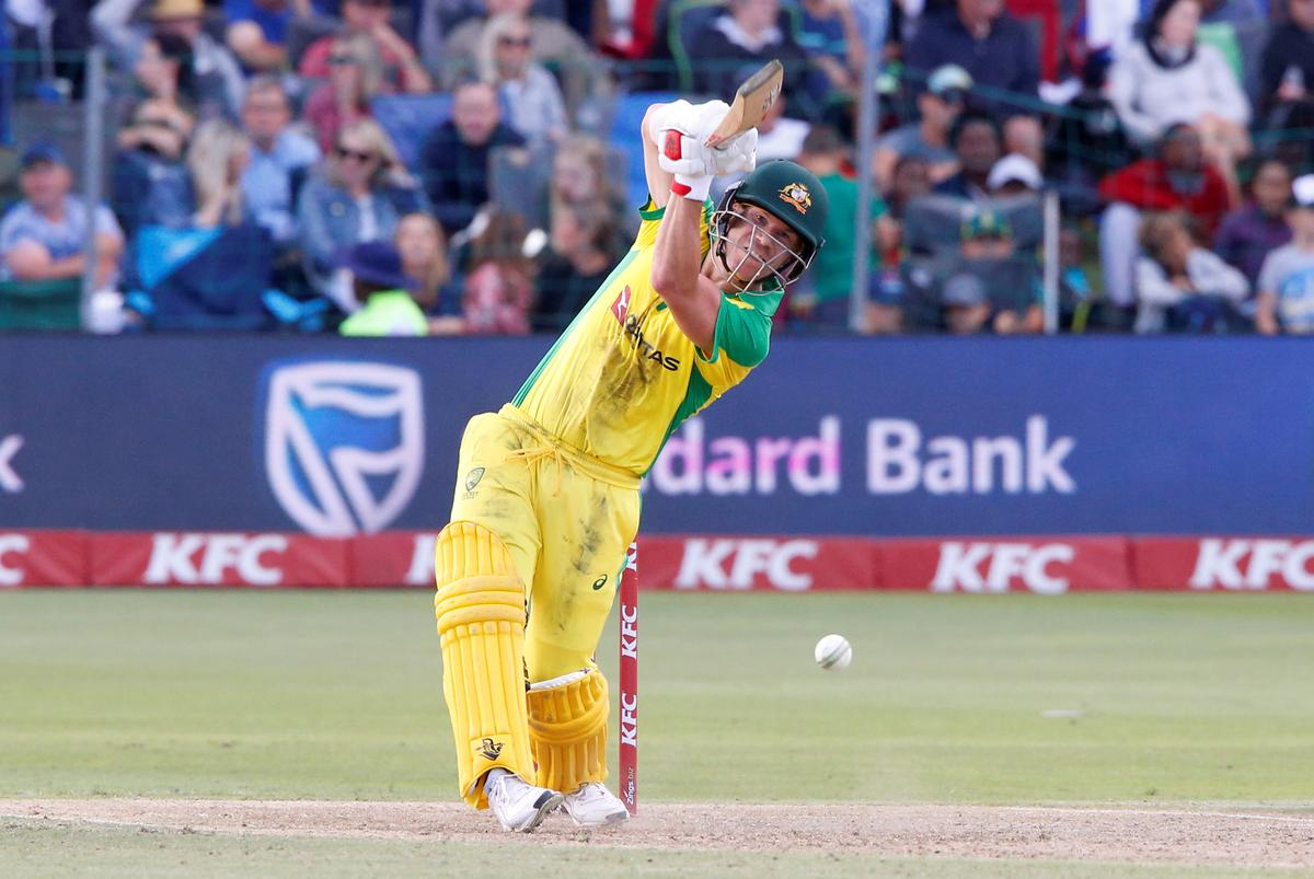 Warner stranded as Australia fall short in second T20