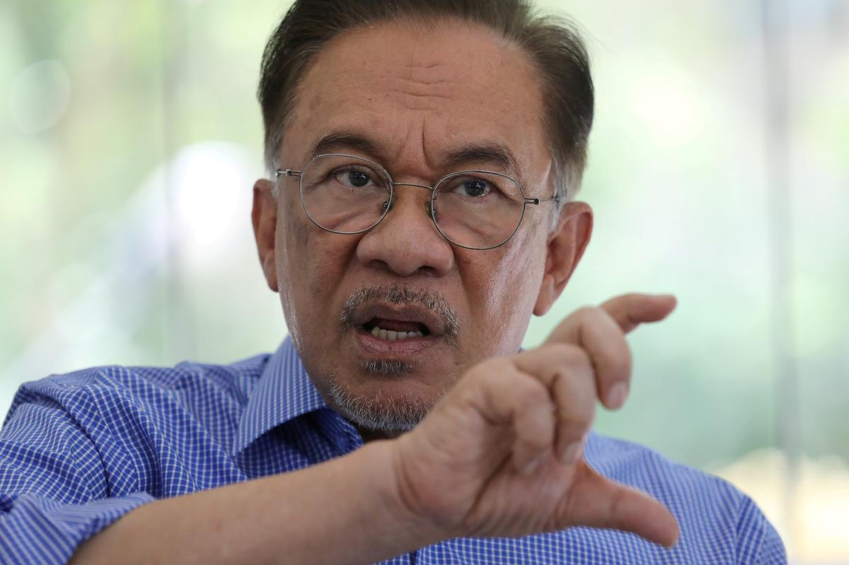 Malaysian politics in turmoil amid talk of new coalition