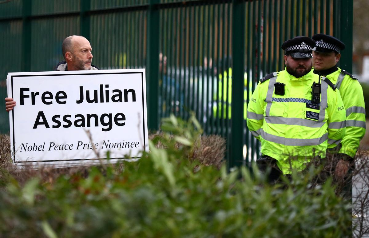 Assange appears in British court to fight U.S. extradition bid