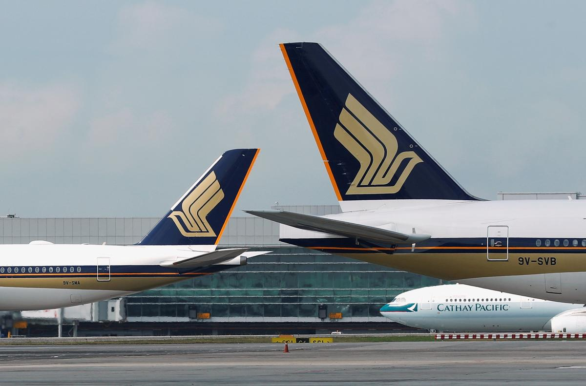Singapore Airlines cuts capacity by 10%, freezes hiring as virus takes toll