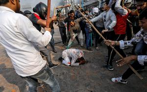 Deadly riots in Delhi over India's citizenship law