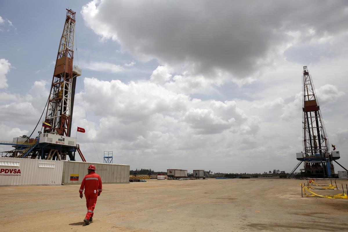 Trump warns of more U.S. sanctions on Venezuelan oil sector