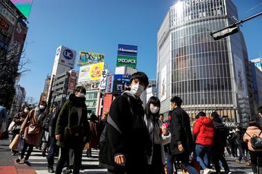 """分析:新冠病毒在日本传播 批评者质问""""安倍在哪里?"""""""