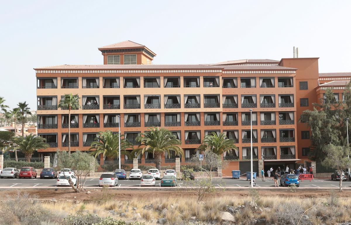 'We're fine but bored,' says guest in Tenerife hotel in coronavirus lockdown