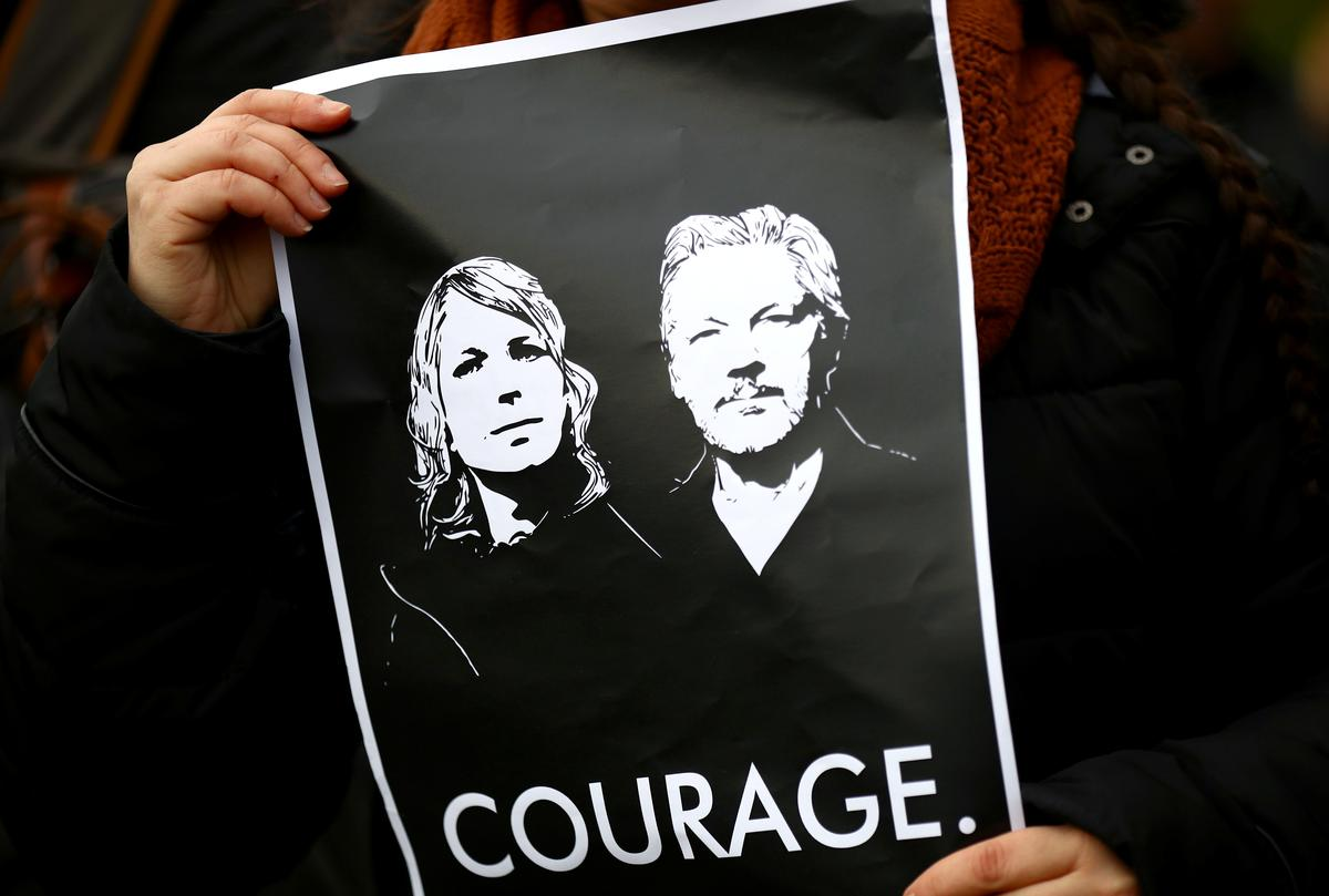 Assange complains he cannot follow U.S. extradition hearing
