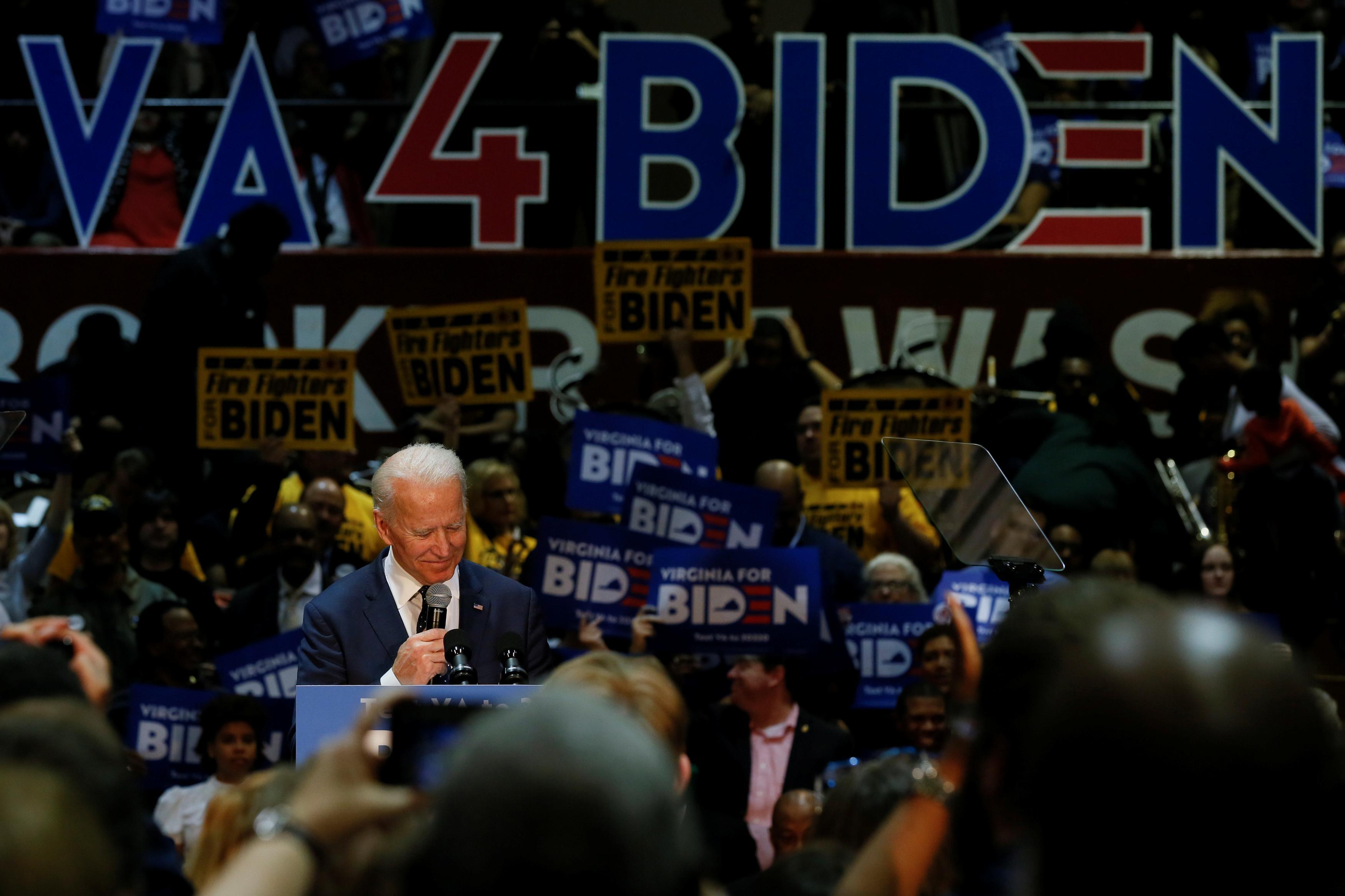 Factbox: Cinq démocrates continuent de se battre pour la nomination présidentielle américaine