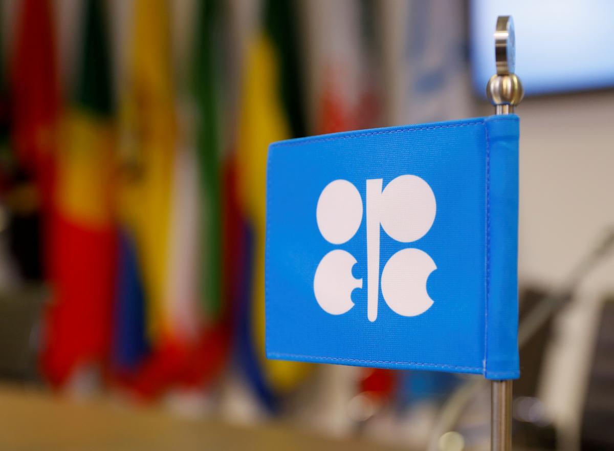 OPEC seen backing big oil output cut, but awaits Russian support