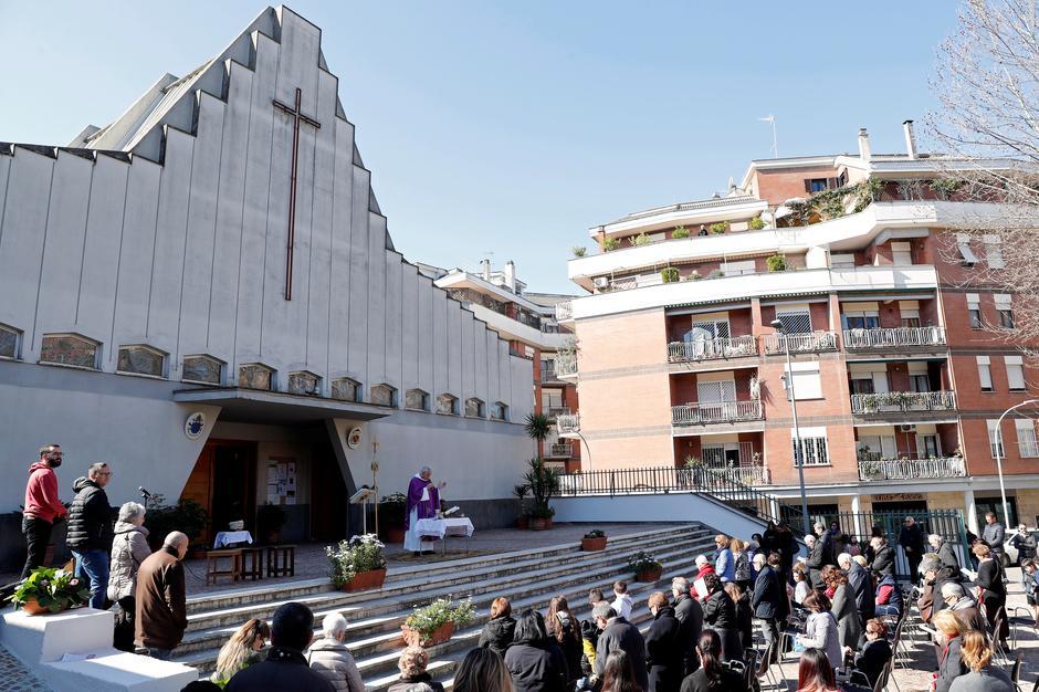 Catholic Churches Across Rome Closed Amid Coronavirus Pandemic