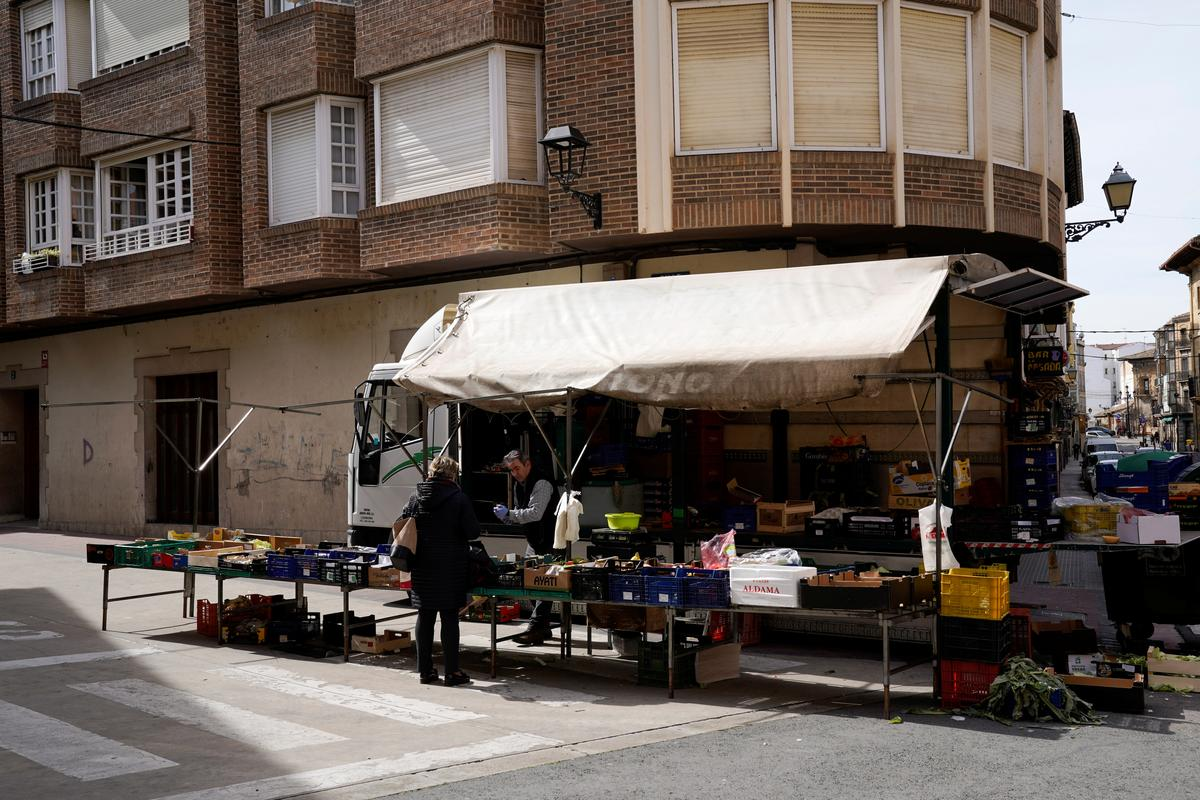 Spain steps up coronavirus measures to 'avoid Italian scenario'