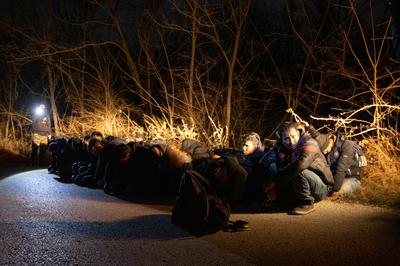 Greece blocks migrants at Turkish border